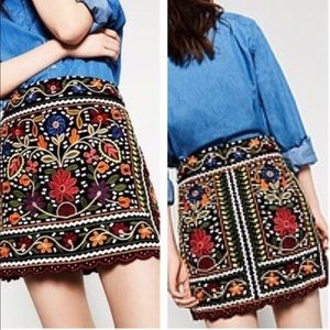 Zara Embroidered folk art high waist mini skirt